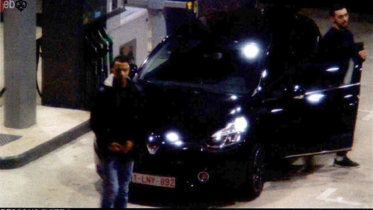 Des images de vidéosurveillance d'une station-service de Ressons (Oise) montrent Salah Abdeslam deux jours avant les attentats de Paris et de Saint-Denis, le 11 novembre 2015. (AFP)