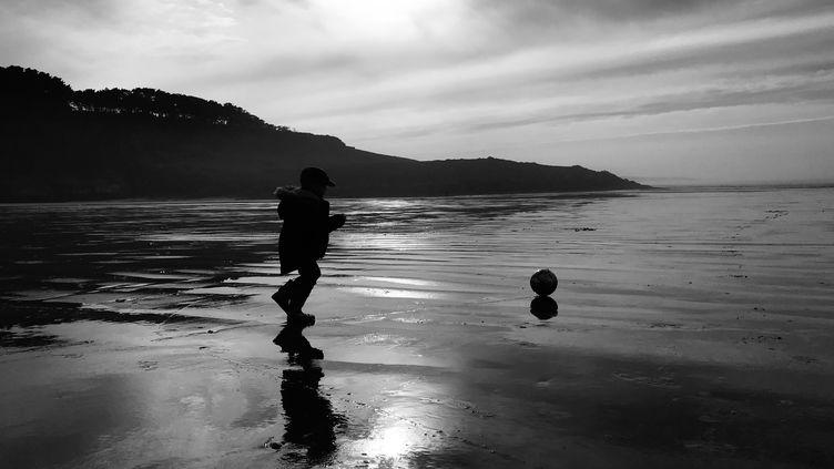 La plage de Sainte-Anne la Palud, dans le Finistère. (CLÉMENT SOUBIGOU / FRANCE-BLEU BREIZH IZEL)