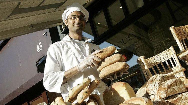 Un boulanger l'enseigne française «Paul» à South Kensington, à Londres.