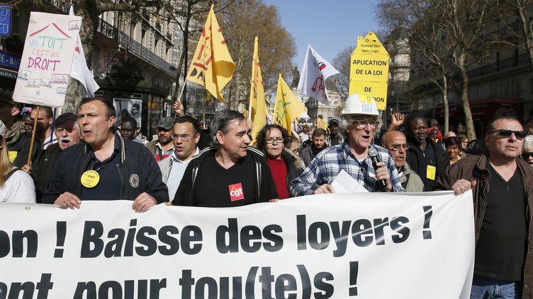Jean-Baptiste Eyraud de l'association Droit au Logement, au premier plan de la manifestation contre els expulsions locatives (PATRICK KOVARIK / AFP)