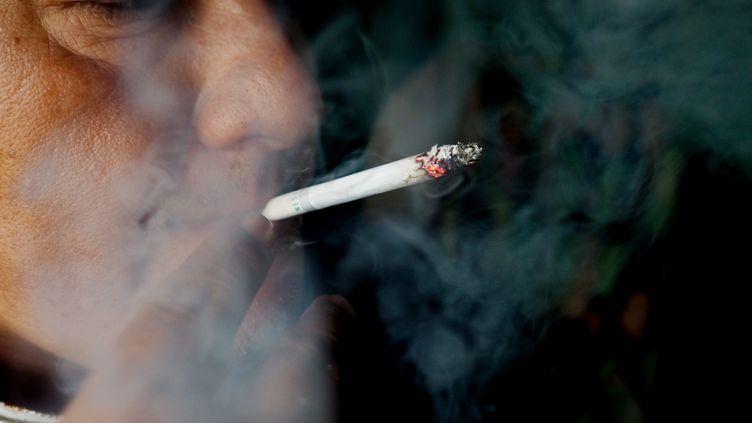 Une augmentation importante des addictions notamment à l'alcool, au tabac, ou au cannabis a été constatée depuis le début de la crise sanitaire. (ADI WEDA / EPA)