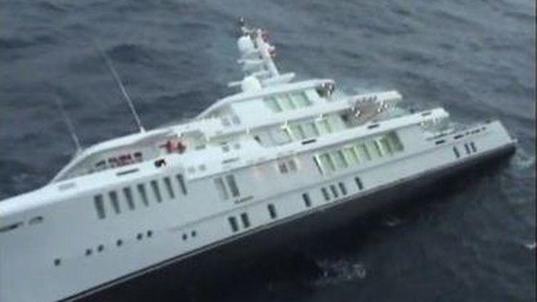 Capture d'écran des images du naufrage du Yogi le 17 février 2012, diffusées sur Viméo. (VIMEO )