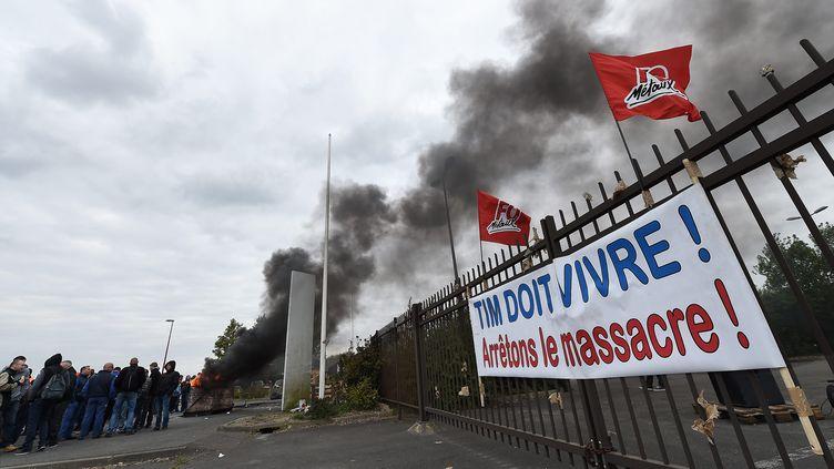 Blocage de l'usine TIM par les salariés, en 24 avril 2017, à Dunkerque (Nord). (MAXPPP)