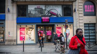 L'un desmagasins Tati, filiale discount du groupe Eram, dans le quartier Barbès dans le 18e arrondissement de Paris. (AURELIEN MORISSARD / MAXPPP)