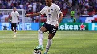 Kylian Mbappé contre la Hongrie, samedi 19 juin, à Budapest. (BERNADETT SZABO / POOL / AFP)