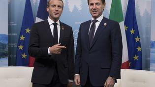 Le président de la République Emmanuel Macron et le président du Conseil italien Giuseppe Conte au sommet du G7 à Charlevoix, au Canada, le 8 juin 2018. (IAN LANGSDON / AFP)