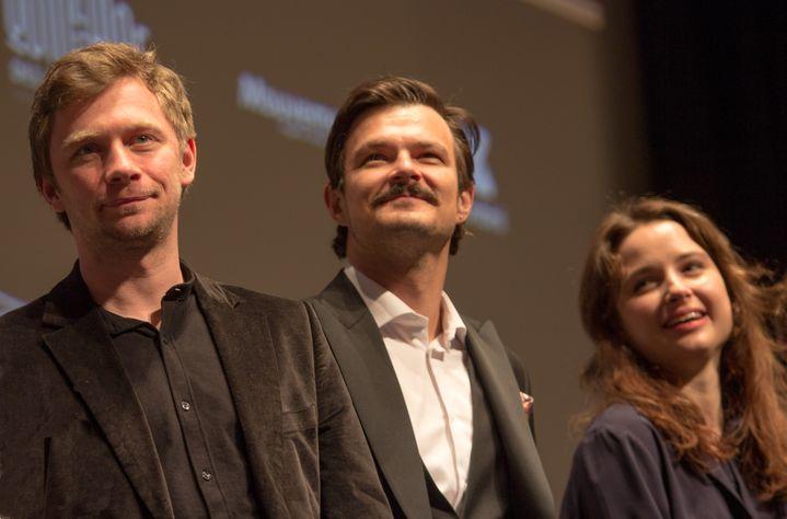 """de gauche à droite : Valentin Novolposkij, Dawid Ogrodnik et Anna Prochniak, les trois principaux interprètes de""""Oleg' (JEAN-FRANCOIS LIXON)"""