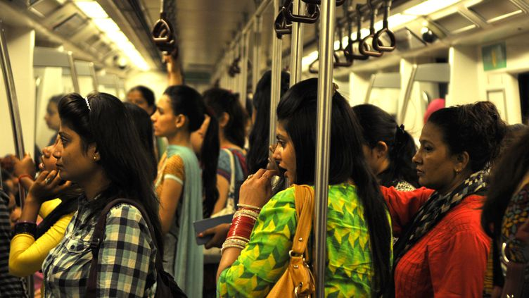 Un wagon réservé aux femmes dans le métro de New Delhi le 26 juin 2014. (HINDUSTAN TIMES)