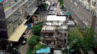 """Chine : les """"maisons clous"""", le combat des propriétaires chinois (France 2)"""