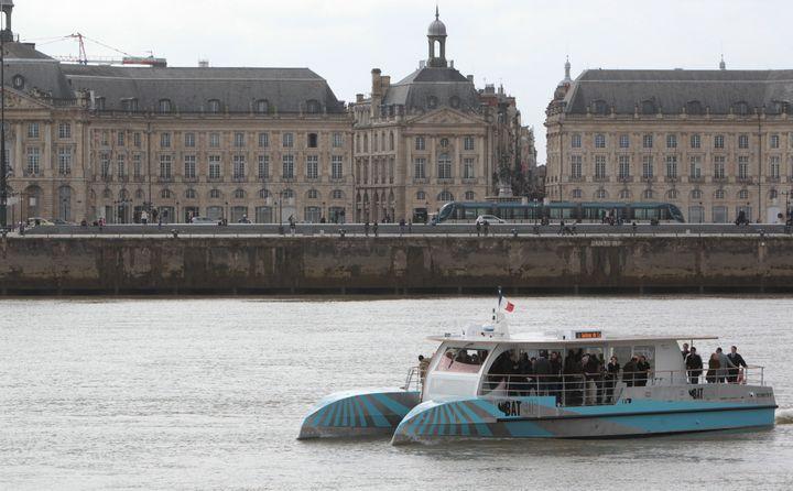 Deux navettesBatcubtraversent la Garonne depuis le printemps, à Bordeaux, pour relier les deux rives. (MAXPPP)