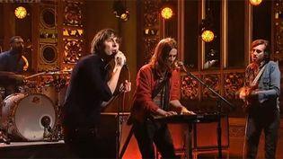 Phoenix le 6 avril 2013 au Saturday Night Live (show télé américain).  (SNL / NBC)