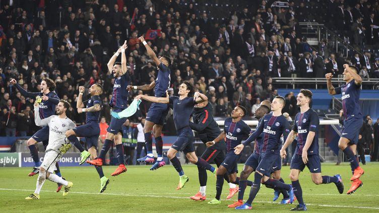 La joie des joueurs du PSG après leur succès 4-0 contre le FC Barcelone, le 14 février 207 au Parc des Princes. (JEAN MARIE HERVIO / DPPI / AFP)