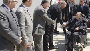 Abdelaziz Bouteflika arrive à l'inauguration d'une mosquée et de l'extension du métro d'Alger, le 9 avril 2018, à Alger (Algérie). (AFP)