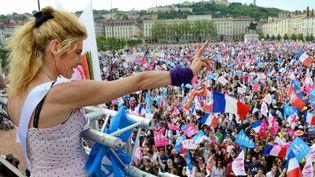 Frigide Barjot, chef de file des opposants au mariage pour tous, à l'occasion d'une manifestation à Lyon (Rhône), le 5 mai 2013. (PHILIPPE DESMAZES / AFP)