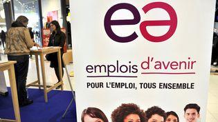 Une affiche pour les contrats d'avenir lors d'un forum pour l'emploi à Saint-Herblain (Loire-Atlantique), en décembre 2013. (ALAIN LE BOT / AFP)