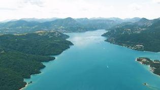 Serre-Ponçon : à la découverte du plus grand lac artificiel de France (FRANCE 2)