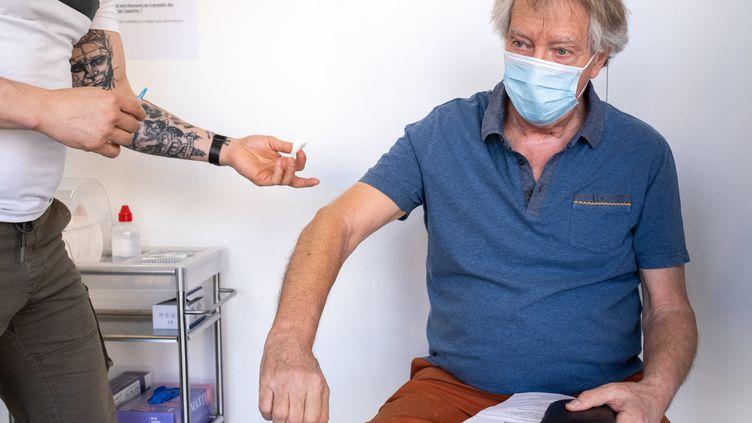 Un centre de vaccination contre le Covid-19 à Bruxelles, en Belgique, le 1er avril 2021. (MARTIN BERTRAND / HANS LUCAS / AFP)