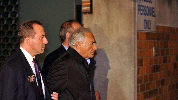 Dominique Strauss-Kahn sortant d'un commissariat de New York le 15 mai 2011 (AFP - Jewel Samad)