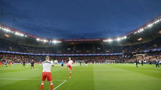 Les joueurs se réchauffent avant le match de Champions League entre le PSG et Malmö FF le 15 Septembre 2015 au Parc des Princes à Paris. (JEAN-SEBASTIEN EVRARD / AFP)