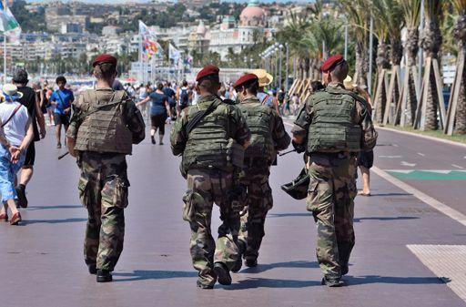 Militaires sur la promenade des Anglais à Nice le 7 août 2016, quielques semaines après l'attentat du 14 juillet (84 morts) (AFP - CITIZENSIDE - ERICK GARIN)