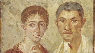 Peinture représentant le boulanger Terentius Neo et sa femme, trouvée dans la maison du couple à Pompéi. Avec le matériel d'écriture qu'ils tiennent dans leurs mains (elle, des tablettes de cire; lui, un rouleau de papyrus), ils entendent montrer leur statut social. Mais aussi leur culture.  (Soprintentendenza Speciale per i Beni Archeologici di Napoli e Pompei - Trustees of the British Museum)