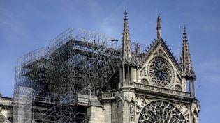 La cathédrale Notre-Dame, le 17 avril 2019, après l'incendie. (IBRAHIM EZZAT / NURPHOTO / AFP)