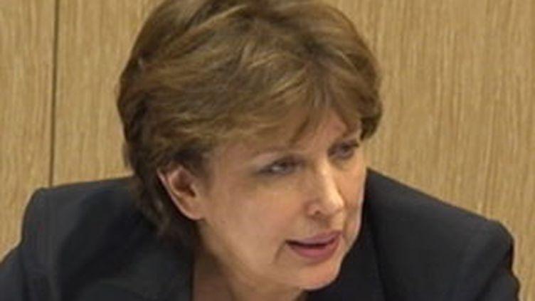 La ministre de la santé, Roselyne Bachelot s'est expliquée sur la gestion de la grippe A à l'Assemblée (France 2)