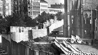 Le mur de Berlin, séparant Berlin-Est de Berlin-Ouest. (GUNTER BRATKE / DPA)