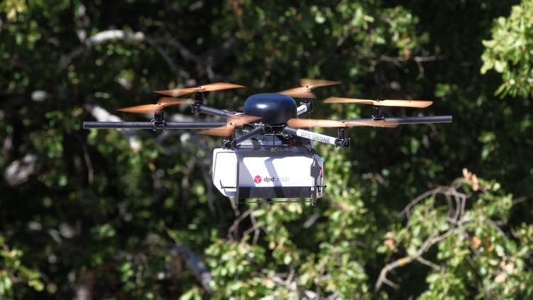Un drone utilisé par La Poste à Pourrières (Var), le 21 septembre 2015. (MAXPPP)