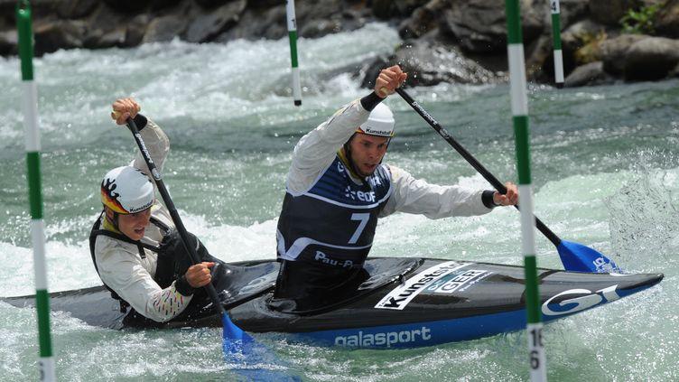 L'équipe allemande de slalom en canoë-kayak lors de la finale de la coupe du monde à Pau, le 16 juin 2016. (IROZ GAIZKA / AFP)