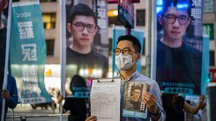 Nathan Law, membre de l'organisation politique pro-démocratie Demosistoà Hong Kong, le 19 juillet 2020. (ANTHONY WALLACE / AFP)