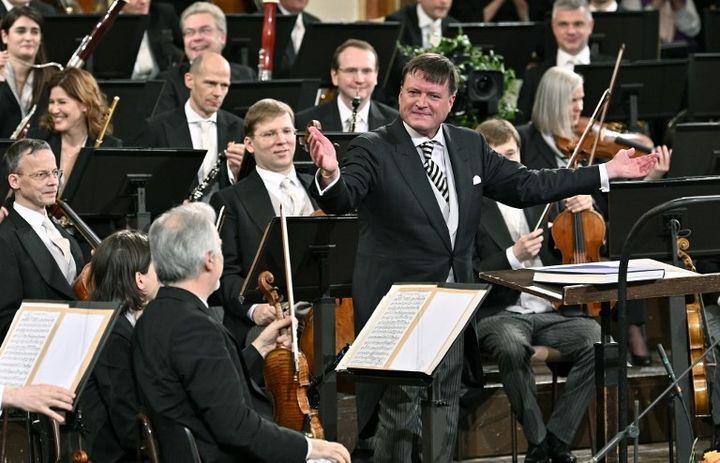 Christian Thielemann à la tête de l'Orchestre philharmonique de Vienne pour le concert du Nouvel An  (HANS PUNZ / APA / AFP)