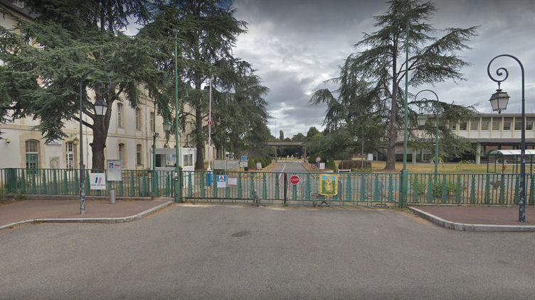 Le lycée militaire de Saint-Cyr-L'Ecole, dans les Yvelines. (GOOGLE MAPS / FRANCEINFO)