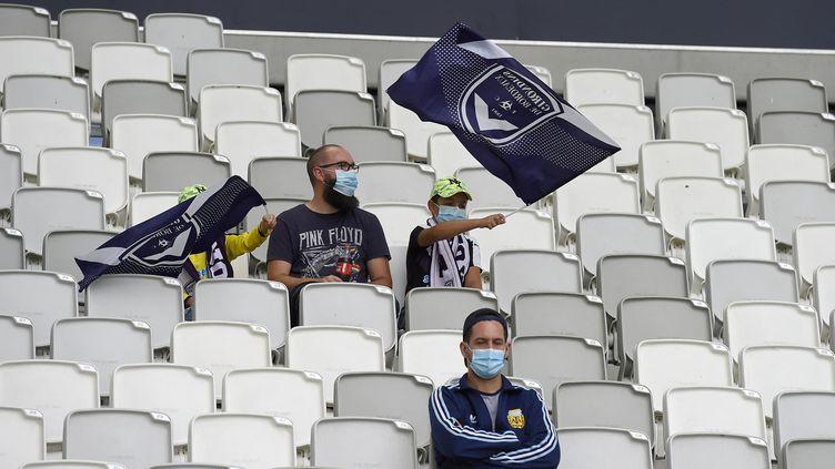 Les spectateurs bientôt de retour dans les stades et salles de sport. (NICOLAS TUCAT / AFP)