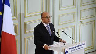 Le ministre de l'Intérieur, Bernard Cazeneuve, donne une conférence de presse, le 21 novembre 2016, à Paris. (BERTRAND GUAY / AFP)