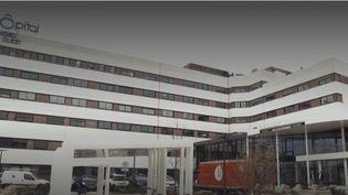 Un groupe hospitalier du département du Rhône a subi une importante cyberattaque. Afin de limiter la propagation du virus informatique, tous les ordinateurs sont éteints. L'organisation des services est complètement bouleversée. (France 3)