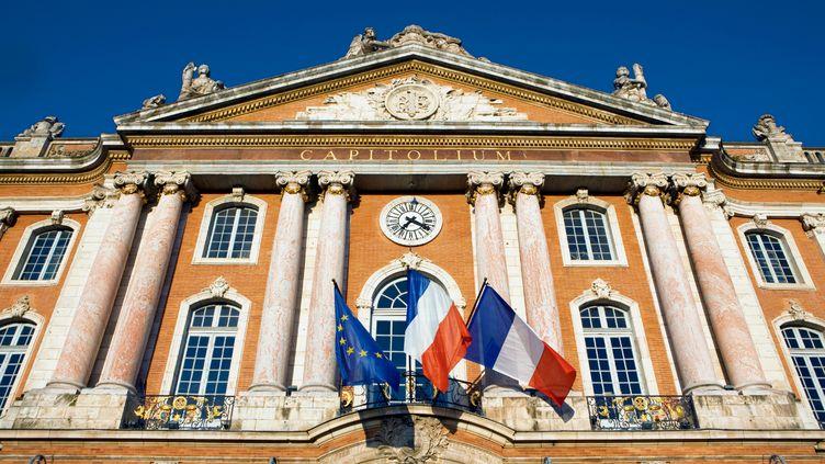 Le Capitole de Toulouse, qui abrite l'hôtel de ville. Selon un sondage, la majorité des Français souhaite que leur maire n'ait pas d'autre fonction élective. (GETTY IMAGES)