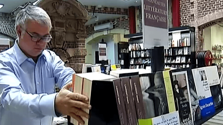 Mathieu de Montchalin dirige la librairie l'Armitière à Rouen  (France 3)