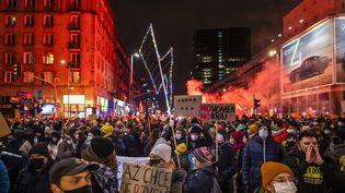 Lors d'une manifestation contre la restriction de l'IVG en Pologne, le 29 janvier 2021. (WOJTEK RADWANSKI / AFP)