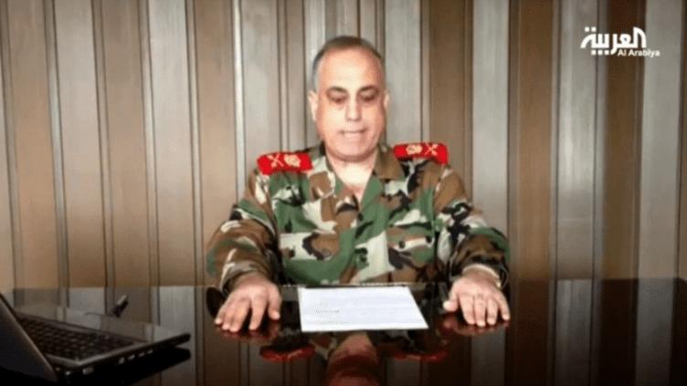 """Dans cette vidéo diffusée par la chaîne Al-Arabiya, legénéral Abdelaziz Jassim Al-Chalal estime que""""l'armée se détourne de sa mission première de protéger le pays."""" (AL-ARABIYA / FRANCETV INFO)"""