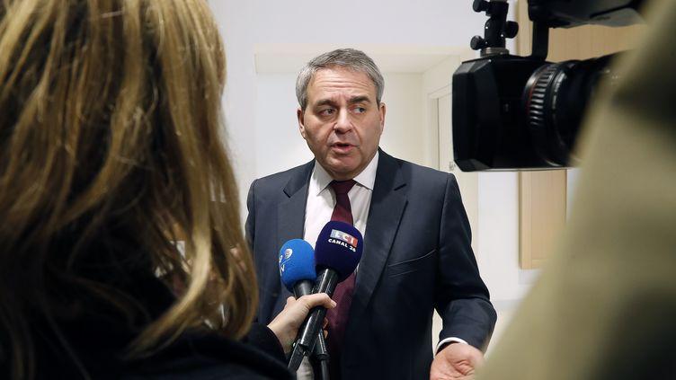 Xavier Bertrand s'adresse à la presse au tribunal de Paris, le 5 février 2020. (FRANCOIS GUILLOT / AFP)