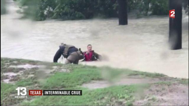 Texas : l'eau continue de monter
