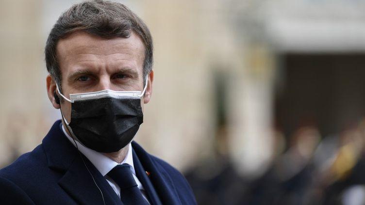 Emmanuel Macron au palais de l'Elysée, à Paris, le 16 décembre 2020. (JULIEN MATTIA / ANADOLU AGENCY / AFP)