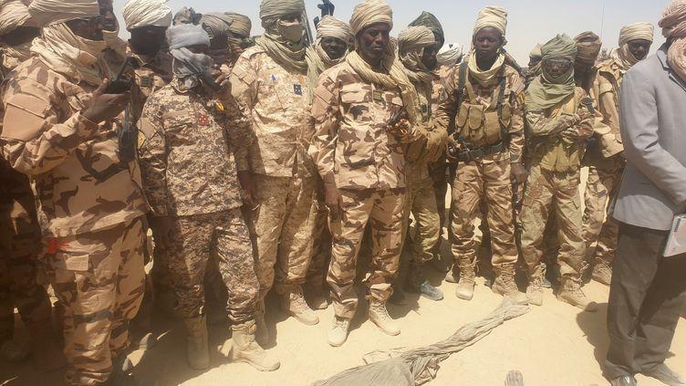 Soldats de l'armée tchadienne en opération contre les rebelles duFront pour l'alternance et la concorde au Tchad (FACT). Province du Kanem, le 19 avril 2021. (ABDOULAYE ADOUM MAHAMAT / ANADOLU AGENCY)