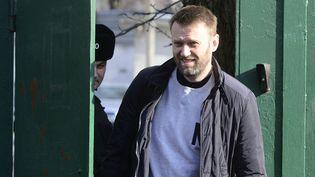 L'opposant russeAlexeï Navalny quitte une prison à Moscou (Russie), le 6 mars 2015. (SEFA KARACAN / ANADOLU AGENCY / AFP)