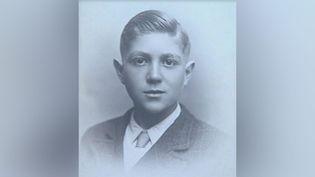 Robert Wajcman, en 1943. Déporté en mai 1944 vers Auschwitz, il a été libéré le 8 mai 1945, le jour de ses 15 ans. (MEMORIAL DE LA SHOAH)