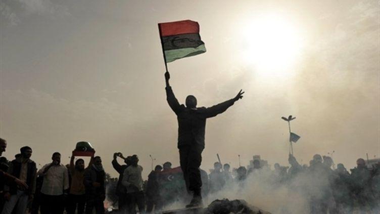 Un opposant au régime libyen, à Benghazi, le 02 mars 2011. (AFP - Roberto Schmodt)