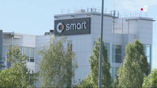 À Hambach (Moselle), le groupe Daimler Mercedes a fait savoir qu'il comptait vendre son site de l'usine Smart. (France 2)