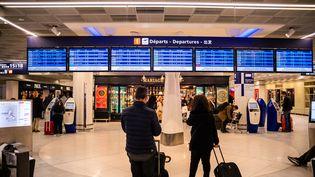Le hall des départs de l'aéroport d'Orly, le 29 novembre 2019. (XOSE BOUZAS / HANS LUCAS / AFP)