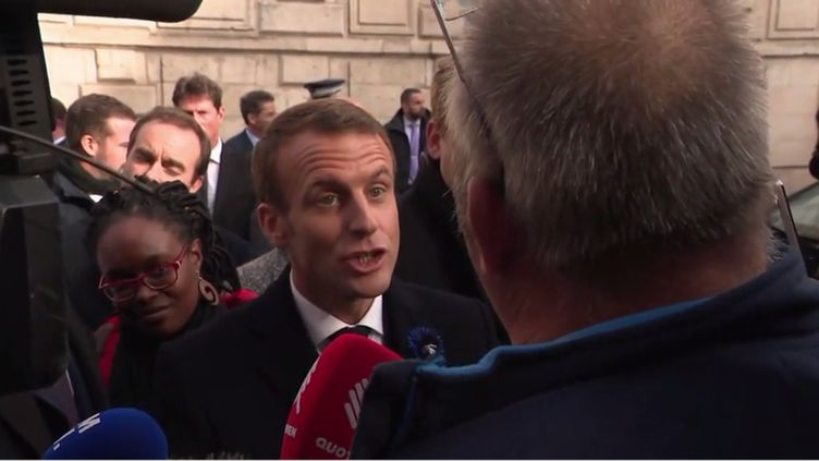 Emmanuel Macron face à un retraité de Lactalis, à Verdun (Meuse), le 6 novembre 2018. (FRANCEINFO)